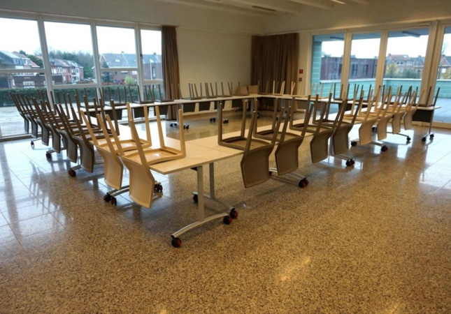 stackable chair Hoth and folding table Archimede go to school